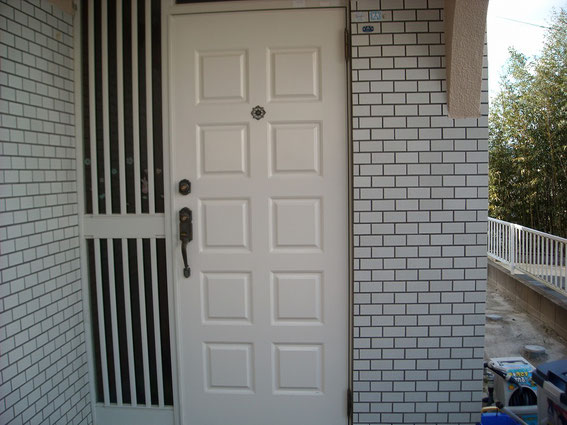 玄関の鍵サムラッチ錠全体写真