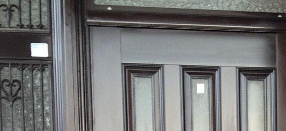 艶出し施工後のドア