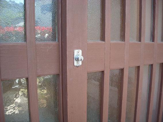 引き違い戸錠プッシュ栓錠