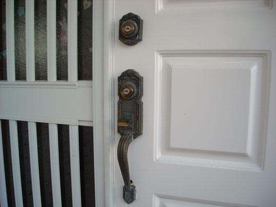 玄関の鍵サムラッチ錠
