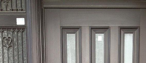 艶出し施工前のドア