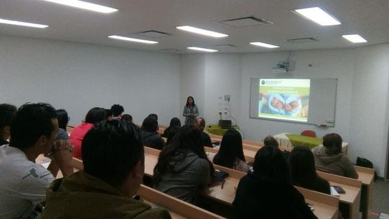 La gran experta MVZ peruana Lizzie Ortiz dictando el curso en la UDCA de Bogotá este febrero.  El curso -para quién lo desee- forma parte del Diplomado Universitario en Rehabilitación de Fauna