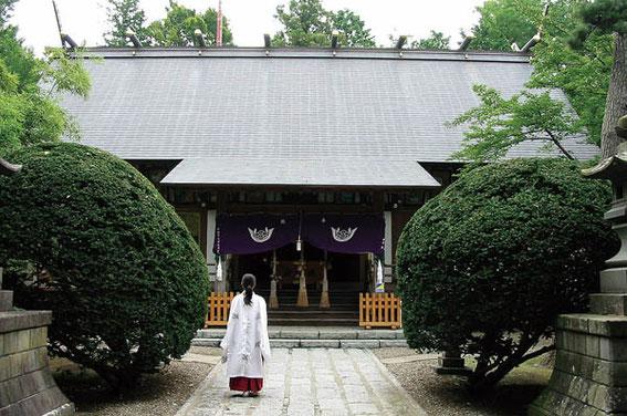 日新館 杉原凱教授の墓がある三戸大神宮
