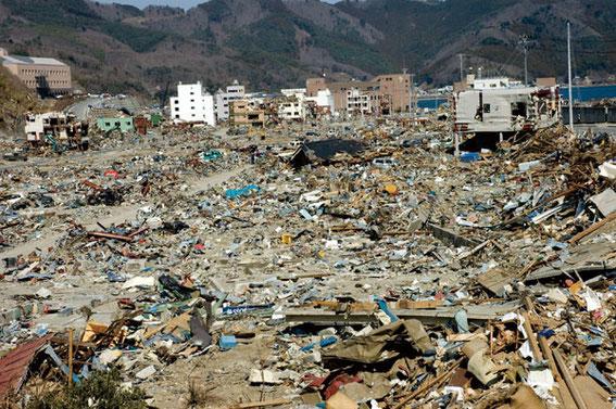 女川町は空爆でも受けたようなありさまだ