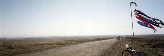 これが360度の地平線だ。三日間歩いても景色が変わらなかった。