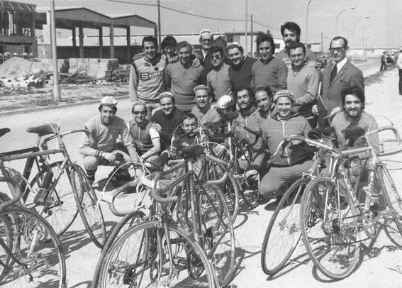 INICIO DEL CLUB  (primeros componentes de la peña). Polígono de Malpica, Primavera de 1975