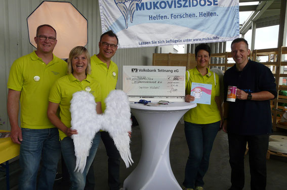 Wir von der Vorstandschaft freuen uns mit Heiko Wassermann (Muko e.V.) für den spontan aufgerundeten Scheck !