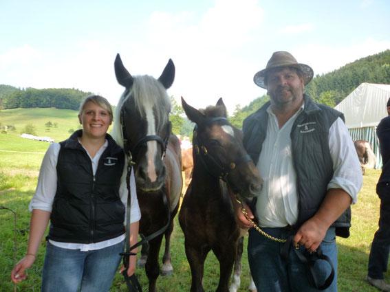 Georg und Sabrina mit Meera und Milka bei der Kohlenbacher Fohlenschau 2013