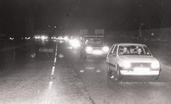19 March 1990: Convoy at the Hoghton Arms.