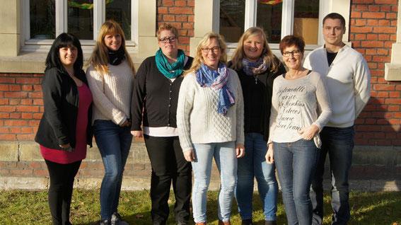 Das Team von links: Carmelina Ficicchia, Gudrun Handrick, Nadine Newels, Alexandra Lüdeke-Sander ( OGS - und Gruppenleitung 3. und 4. Schuljahr ), Ann-Kathrin Schiffer, Monika Hüser, Christoph Neumann