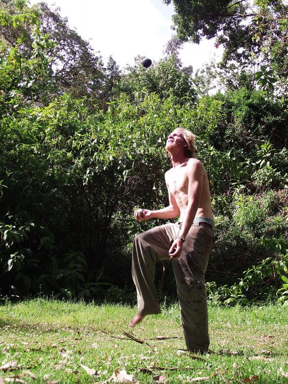 Dan juggling.