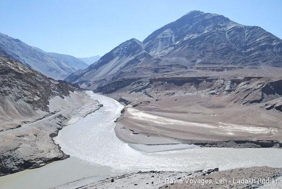 Zusammenfluss des Zanskar mit dem Indus bei Nyemo