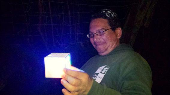 VFF-Superheld CLO hält endlich den Tesserakt in Händen.