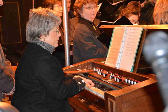 Sarah Soularue, harmonium
