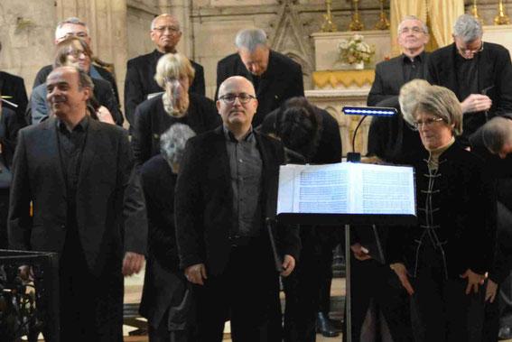 De gauche à droite : Bruno Boterf, chef de choeur, Jean-Michel Guieu, baryton, Sarah Soularue, organiste.