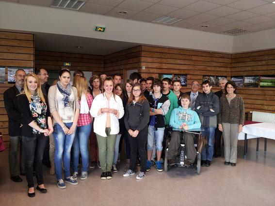 Axelle Bouillon reçoit le trophée du prix Varenne 2013 au nom de sa classe de Seconde CIG.