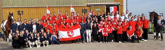 Das Team Westfalen, links außen Team Rigo, rechts außen Rigo.