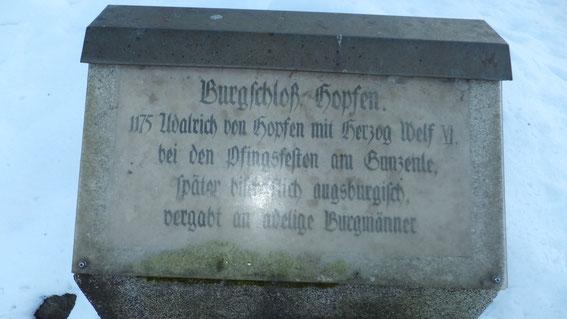 Gedenkstein zur Burg Hopfen