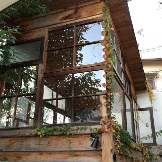 こんな「小屋」もあり。これを乾物小屋にしてしまうとか?西岡さん「いいですね〜!」