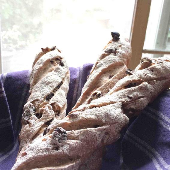 発酵の合間にノアレザンも仕込み、焼き上げてしまいました。ワインやチーズにあってこれもまた美味!