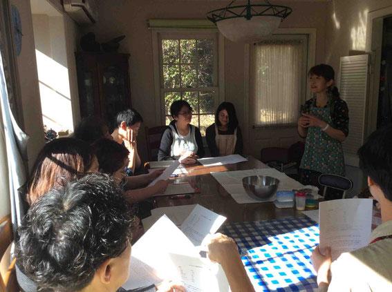 まずは藤田圭子さんによる乾物ドライカレーパン「パワースコーン」のデモから開始