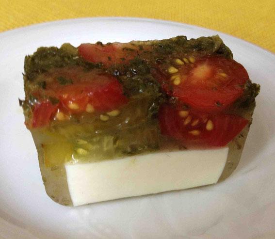 豆腐とトマトとバジルの寒天テリーヌ