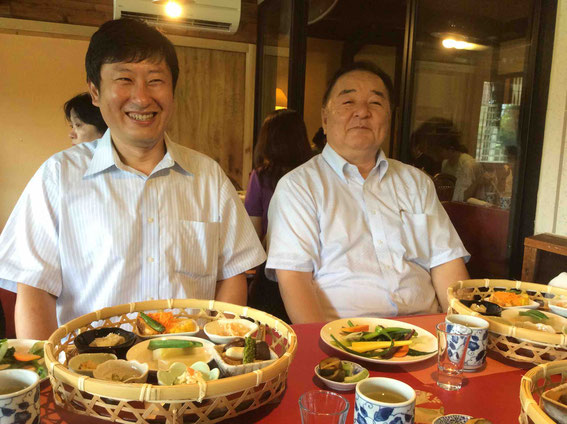 お世話になった小野口商店の小野口社長(右)と江浦さん(左)
