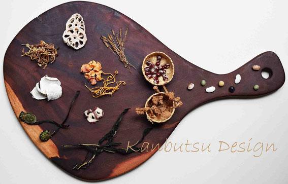 ハワイからのお土産の木の板に自家製乾物を中心に盛り付けデザイン