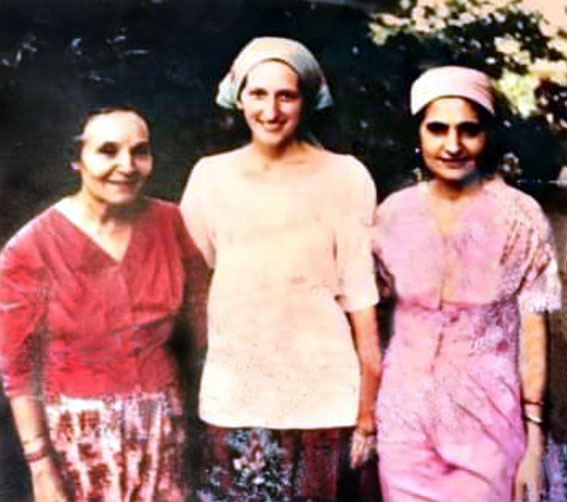 Laurie with Mehera ( left ) & Meheru ( right ) Irani in India.