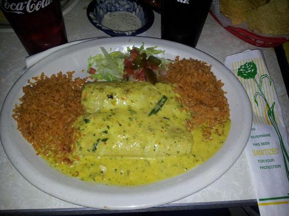 Mein Essen :-) Mexican Rice und Enchilada mit Boom Boom Sauce, zu spicy!! :DD War aber td lecker :-)