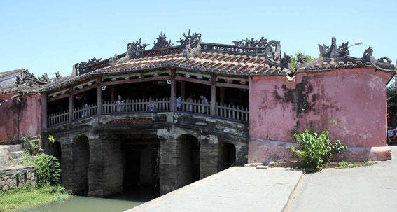 Puente cubierto japonés del siglo XVI en Hoian (Vietnam)