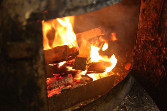 Bringt Aroma: Buchen- und Erlenholz