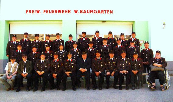 Mannschaftsfoto der FF Windisch Baumgarten anläßlich der Feuerwehrhaussegnung 2015