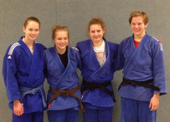 Das Bild zeigt von links: Anna Schmidt, Lena Materzok, Saskia Wüst und Lara Friedrich