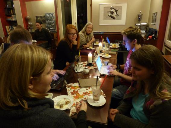 Sonntägliches NaNo-Treffen: Motivationsschub, Austausch, Ideenbörse - Foto: Anke Laufer