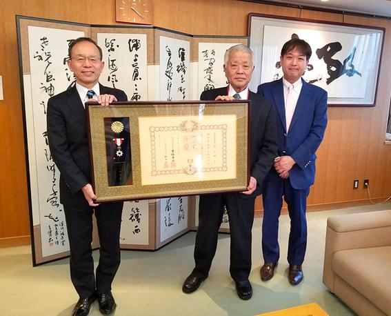 旭日単光章受賞後、大分県日出町の本田町長にご報告しました