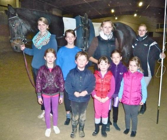 Donatello mit Julia und Jacqueline sowie den Voltigierern Frauke, Louisa, Lara, Joe, Anna, Linda, Isabell.
