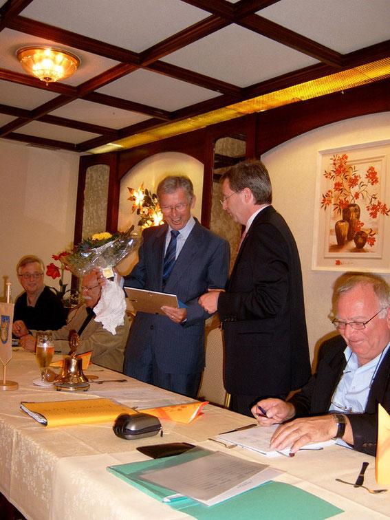 2010: Hans-Adolf Cordes freut sich über die Auszeichnung.