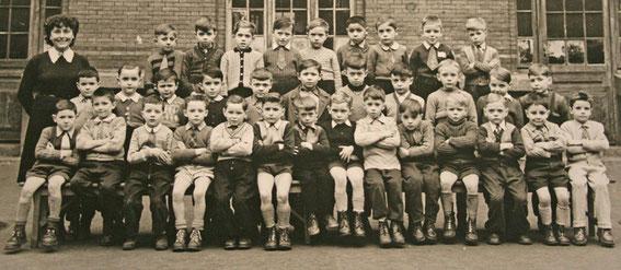 Photo des élèves de la petite classe de l'école Saint Marcel à Paris en 1952