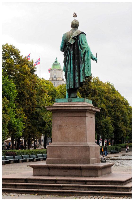 Statue von Henrik Wergeland im Zentrum von Oslo