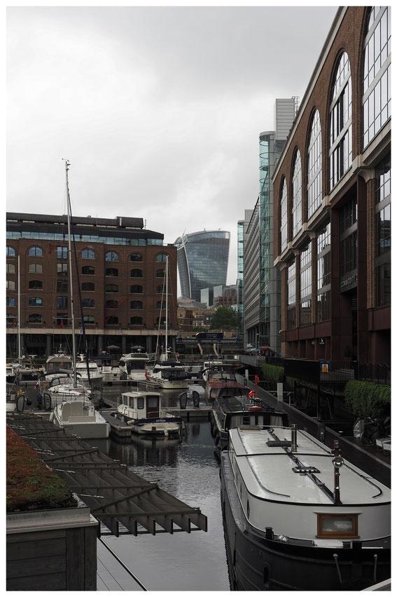 Blick auf das Bürogebäude 20 Fenchurch Street von den St. Katharine Docks in London aus