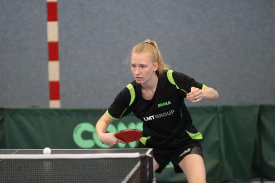 Julia Smolengo trumpfte gegen Farnewinkel-Nindorf groß auf und gewann beim 8:5-Erfolg der Schwarzenbeker Verbandsliga-Damen vor heimischer Kulisse ihre drei Einzel.