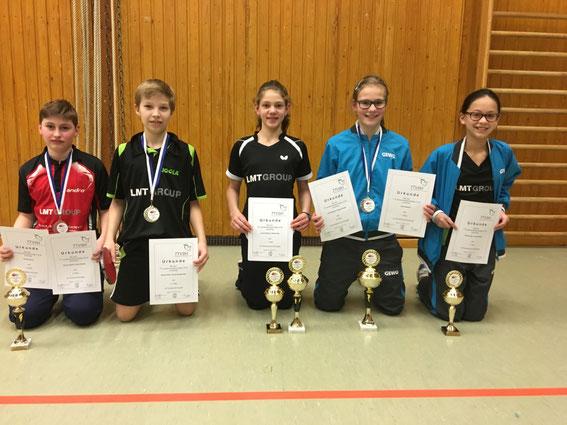 Schwarzenbeks U13-Aufgebot gewann bei den Landestitelkämpen in Eggebek insgesamt sieben Medaillen: Florian Sturm (v. l.), Bendix Ebel, Lenara Breyer, Julia Braasch und Haiyan Aye.