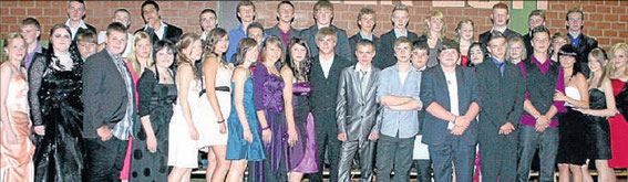 Abschlussbild: Zum Finale der Abschiedsfeier kamen die Absolventen der Cornelia-Funke-Schule noch einmal auf die Bühne, um sich zu verabschieden.