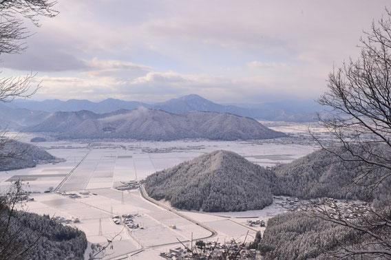 雪の上がった一瞬に姿を見せた日野山が印象的でした