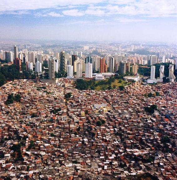 """Paraisopolis (""""Paradise City"""") er den største slum """"Favela"""" i São Paulo. Her bor over 300.000 mennesker."""