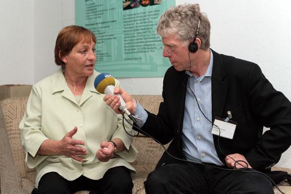 Im Gespräch mit Ingrid Trogisch, Geraer Nachbarschaftshilfe. Foto: Robert Bosch-Stiftung