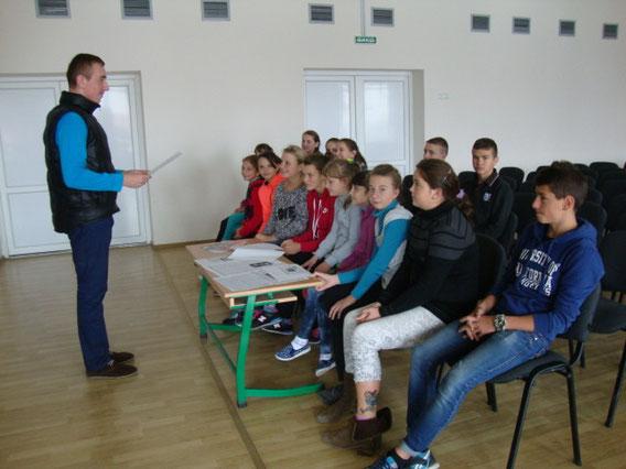 Голова учкому ознайомлює актив самоврядування з його завданнями.