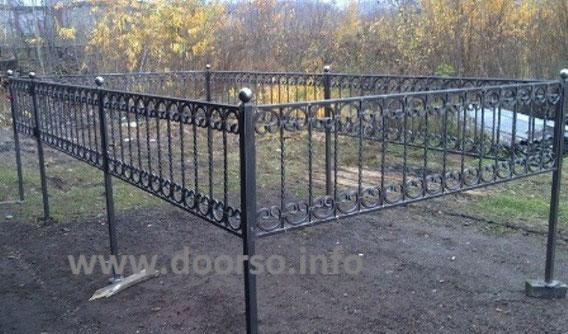ограда с ковкой