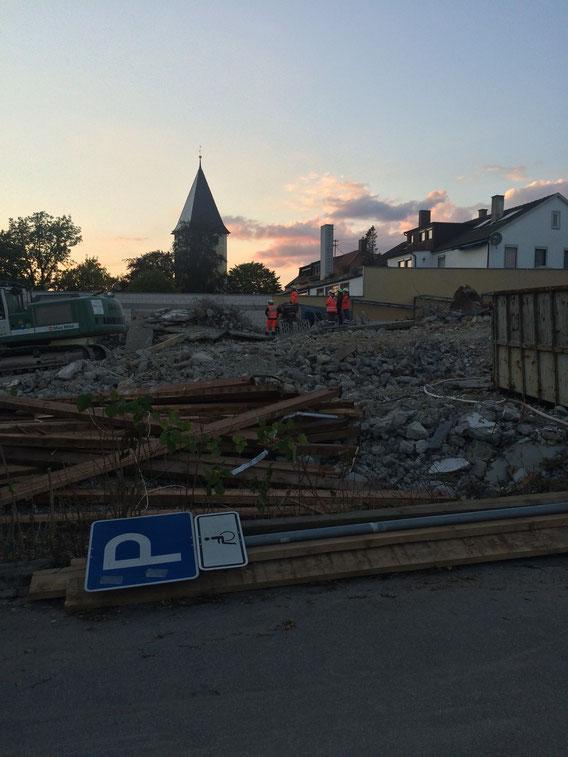 Abriss und Trümmerhaufen